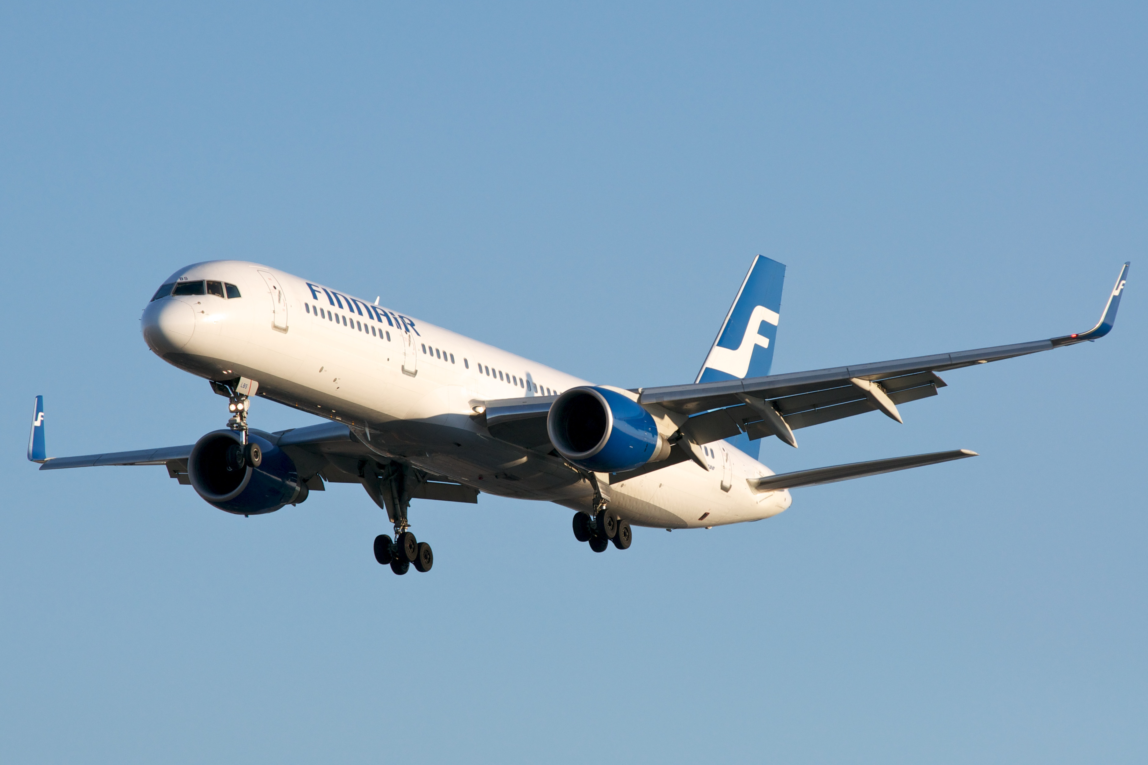 https://i2.wp.com/upload.wikimedia.org/wikipedia/commons/a/a8/Finnair_B757-200_OH-LBS_at_CYYZ_20110605.jpg