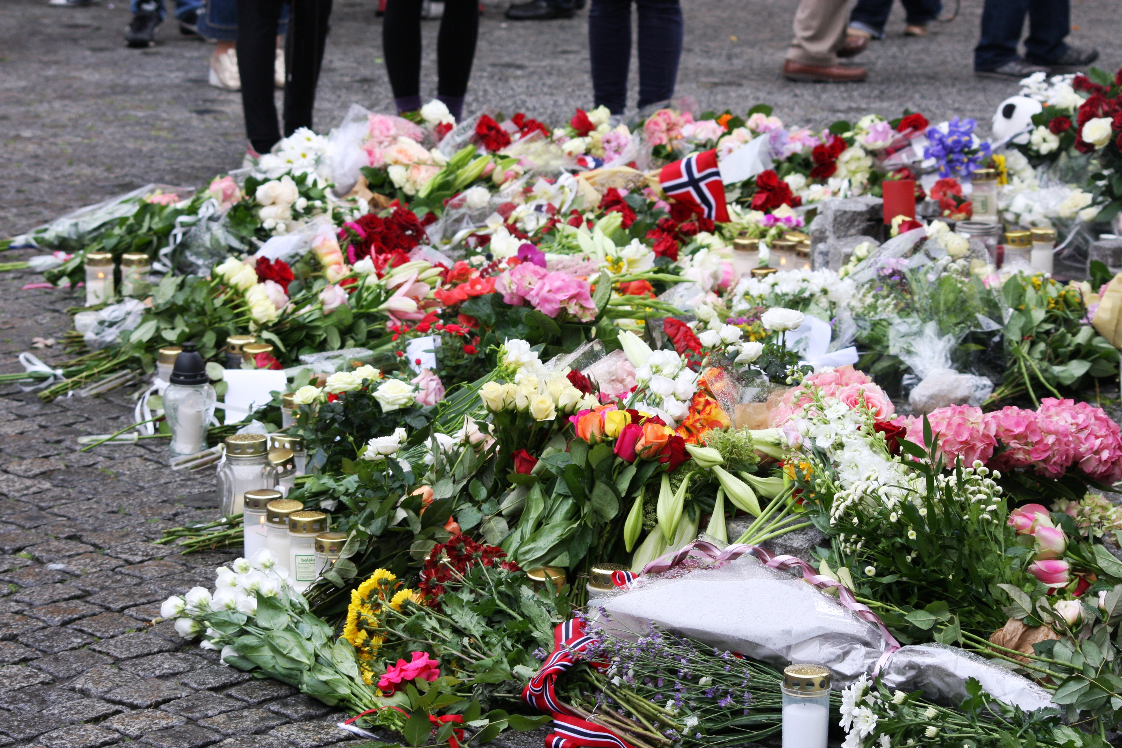 A manifesto for a muslim free europe an infidel free middle east flowers in front of the oslo cathedral image bjoertvedt izmirmasajfo