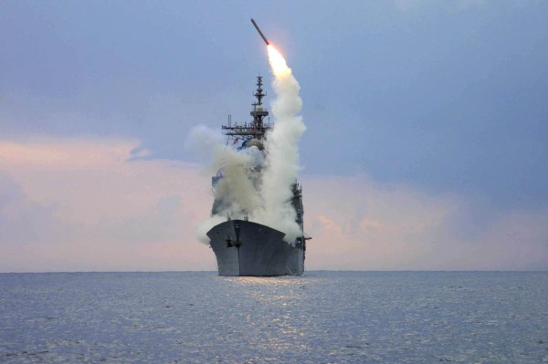 https://upload.wikimedia.org/wikipedia/commons/a/aa/USS_Cape_St._George_(CG_71)_fires_a_tomahawk_missile_in_support_of_OIF.jpg