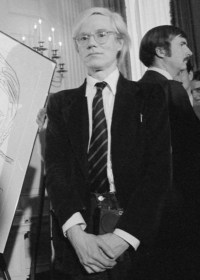 Andy Warhol, zdjęcie autorstwa Kightlinger, Jack E., White House photo [Public domain]