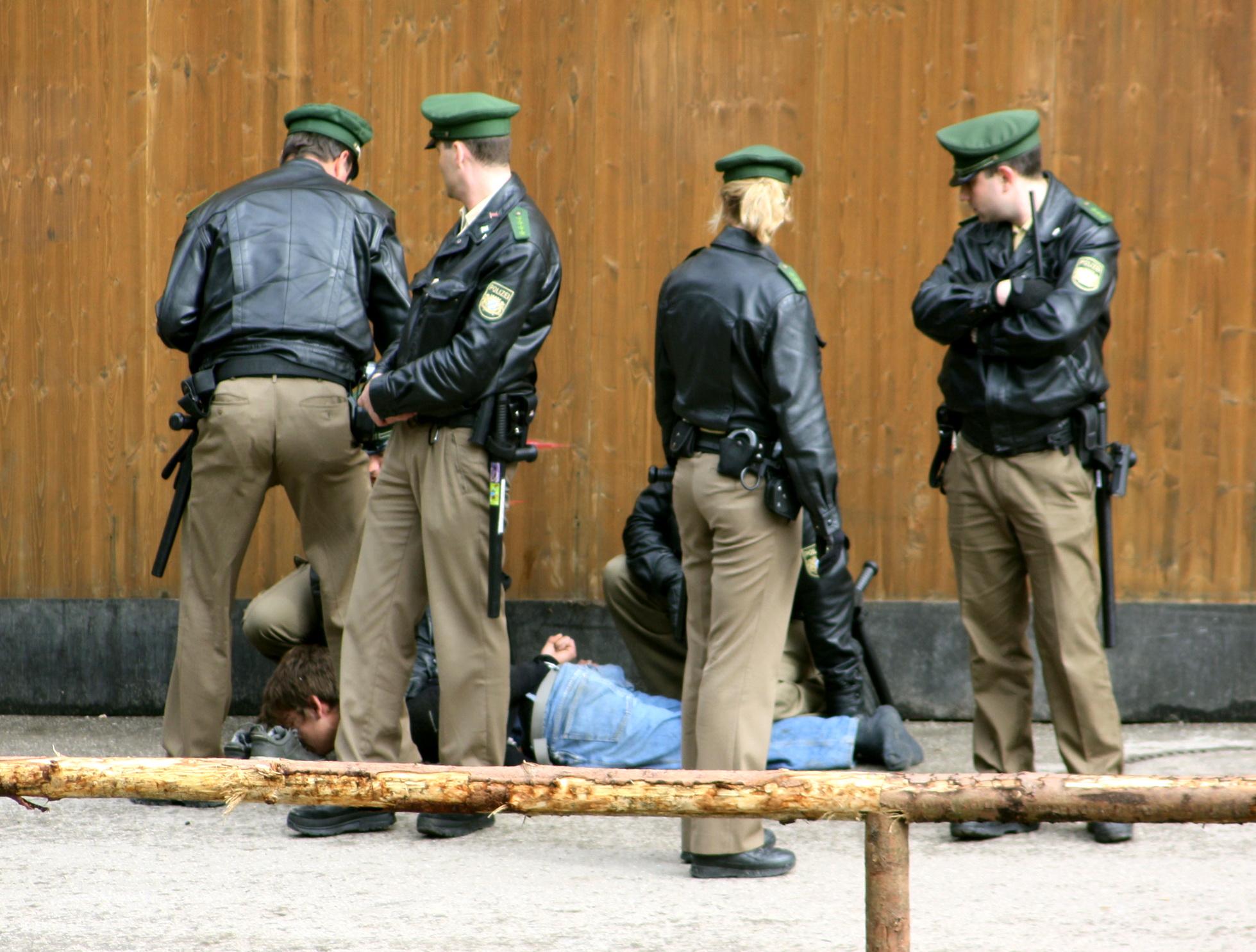 Festnahme eines betrunkenen Randalierers auf dem Oktoberfest, 23. September 2010