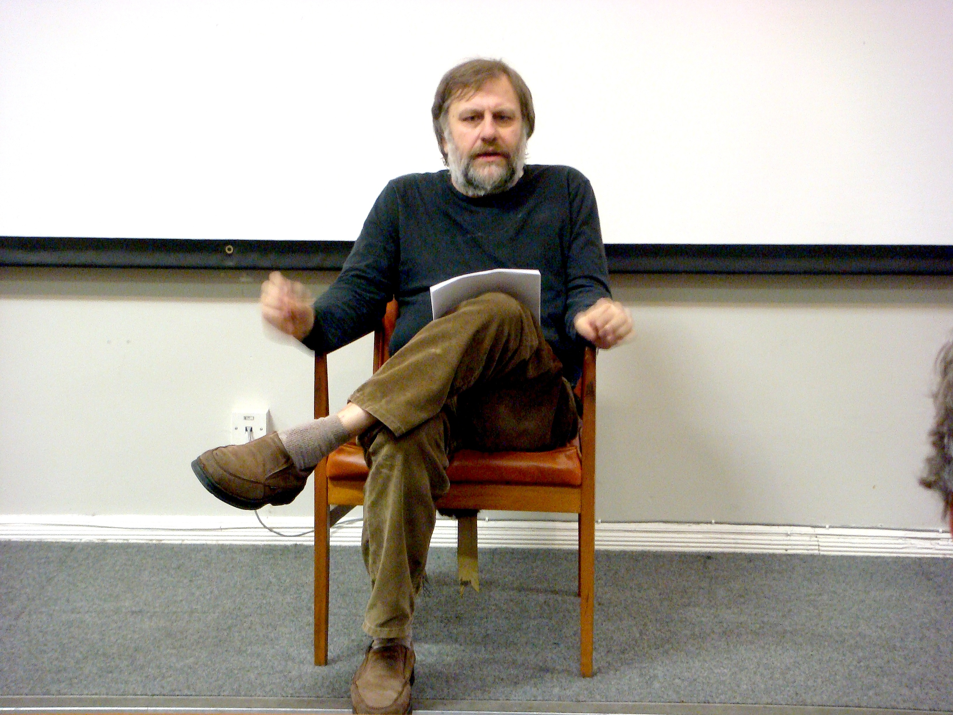 https://i2.wp.com/upload.wikimedia.org/wikipedia/commons/a/ac/Slavoj_Zizek_in_Liverpool.jpg