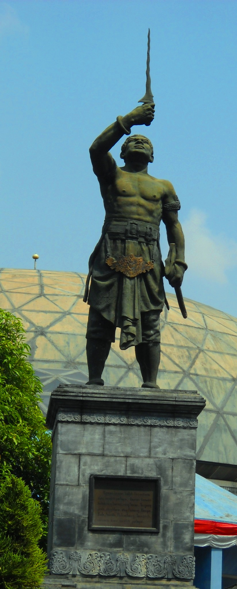 English: Gajah Mada statue in front of Telecom...