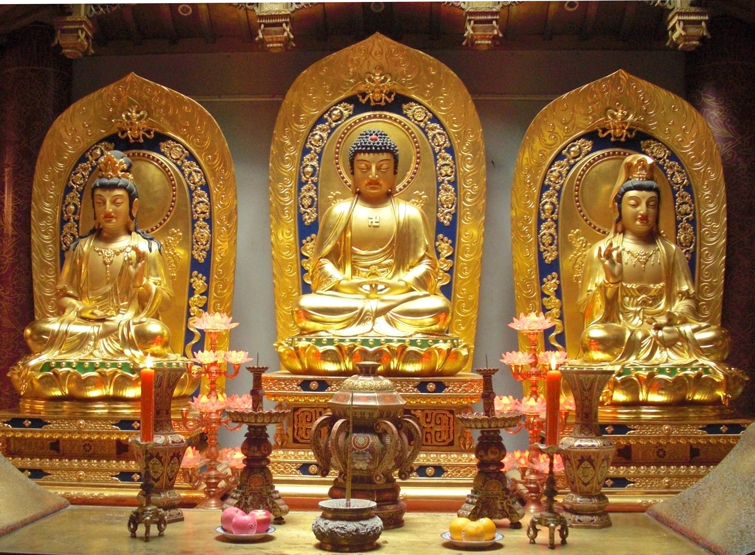 https://i2.wp.com/upload.wikimedia.org/wikipedia/commons/a/ae/Amitabha_Buddha_and_Bodhisattvas.jpeg