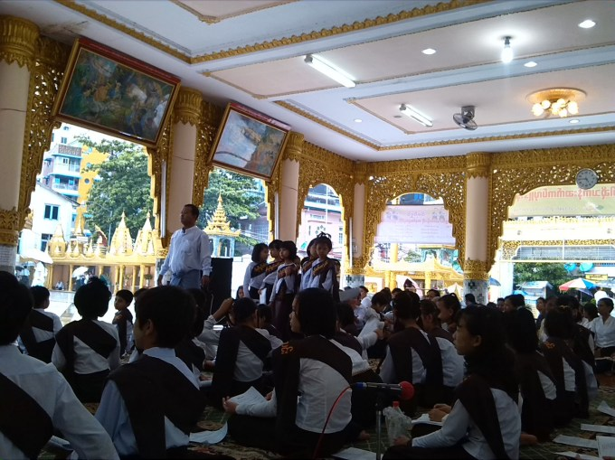 Children_reciting_Dhamma_Cakra_in_Shwebonpwint_Pagoda.jpg (1500×1125)