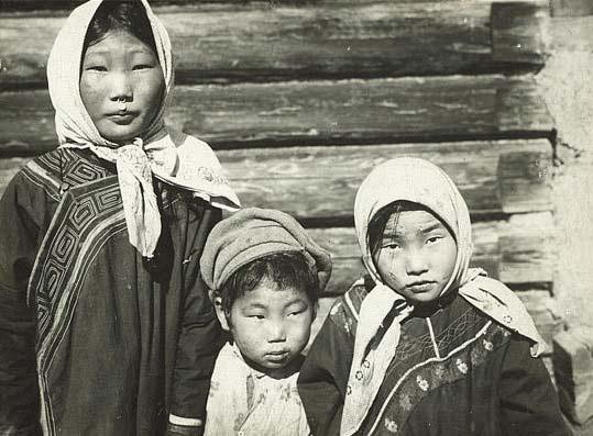 File:Nanai children.jpg
