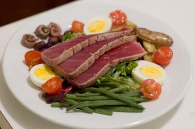 https://i2.wp.com/upload.wikimedia.org/wikipedia/commons/b/b0/Salade_nicoise.jpg?resize=400%2C266