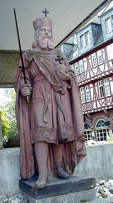Estatua de Carlomagno (Museo Histórico de Fráncfort del Meno)