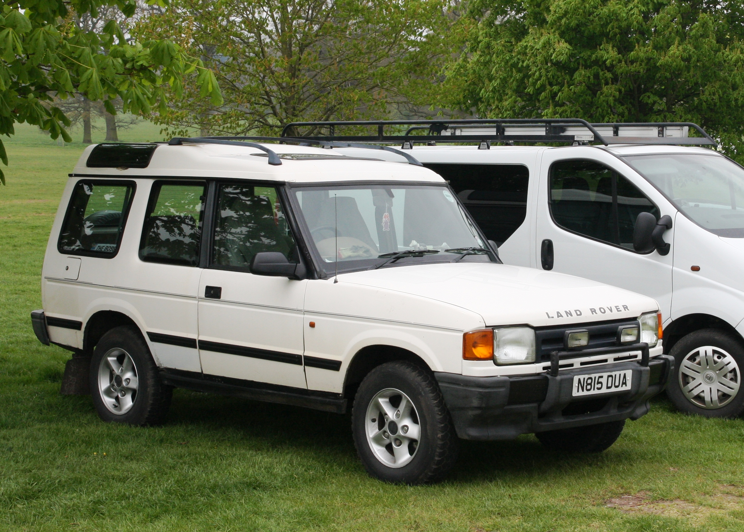File Land Rover Discovery 3 door registered August 1995 2495cc