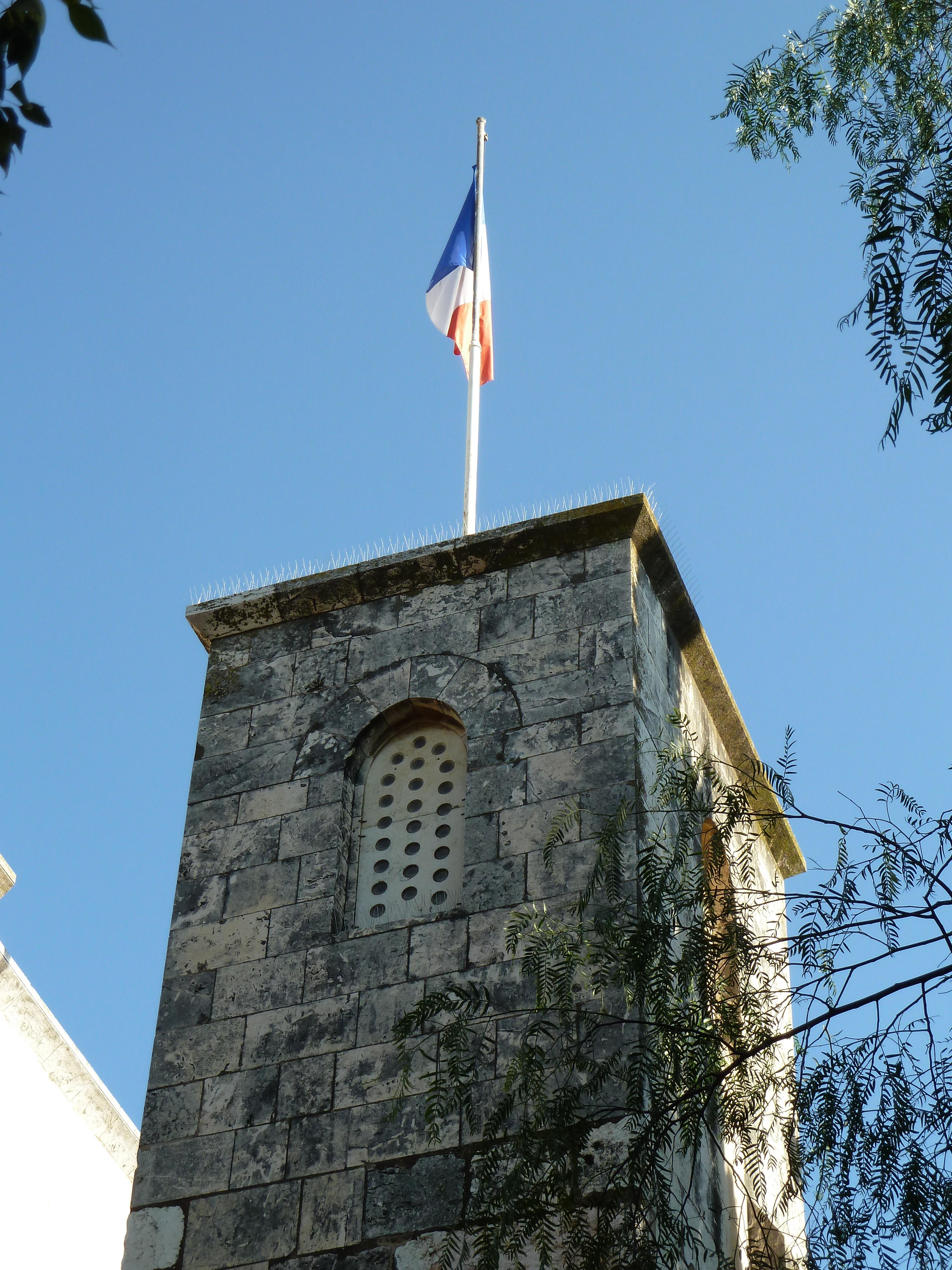 https://i2.wp.com/upload.wikimedia.org/wikipedia/commons/b/b3/Old_Jerusalem_Saint-Anne_church_french_flag.jpg