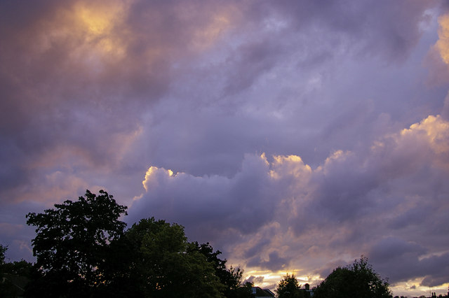 English: Storm clouds with silver lining, Lond...