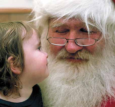 English: Santa Claus with a little girl Espera...