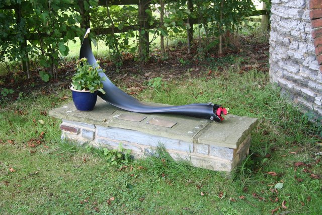 File:Lancaster W4270 memorial - geograph.org.uk - 930627.jpg