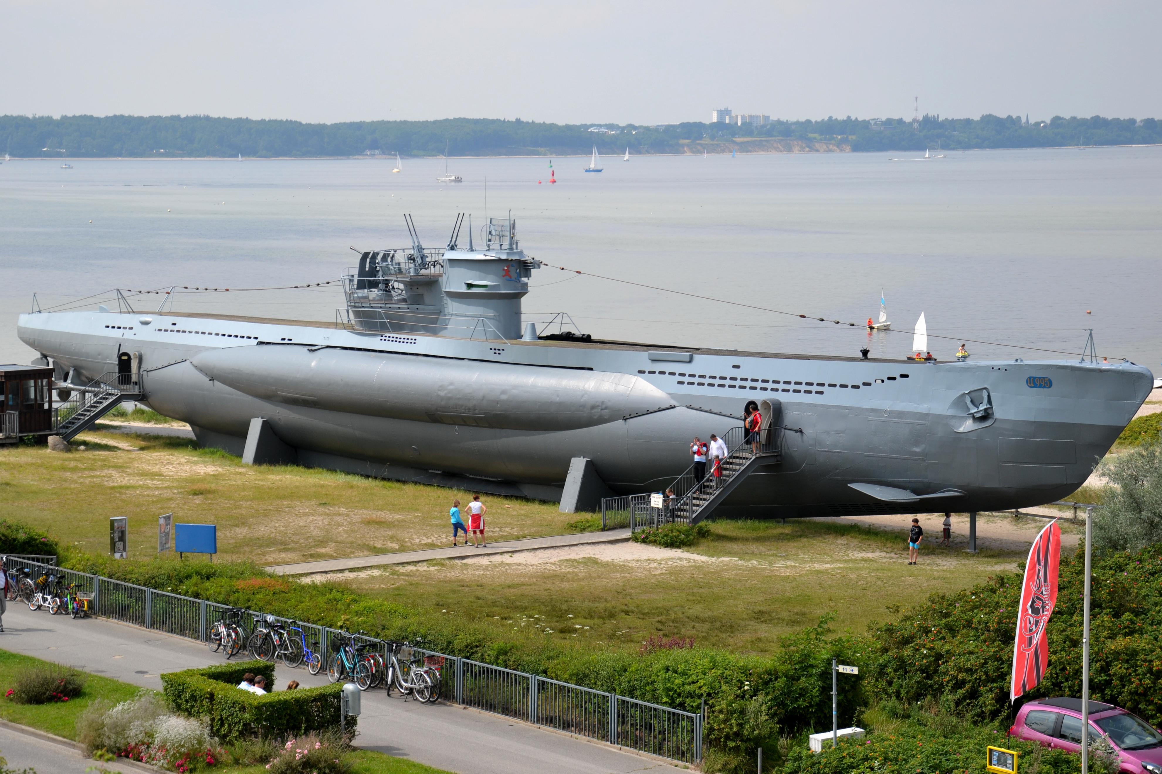Huge Russiansel Submarine On Land 800x600 Warship