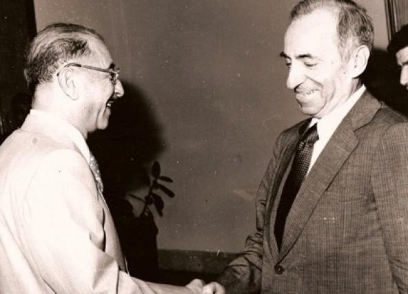 https://i2.wp.com/upload.wikimedia.org/wikipedia/commons/b/b9/Baath_Party_founder_Michel_Aflaq_with_Iraqi_President_Ahmad_Hasan_al-Bakr_in_Baghdad_in_1968.jpg