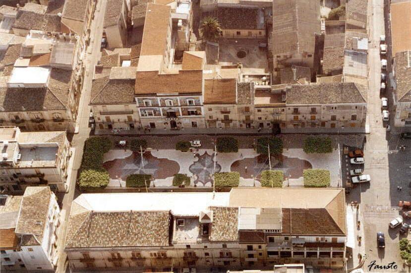 Italiano: Foto aerea della piazza XX Settembre...