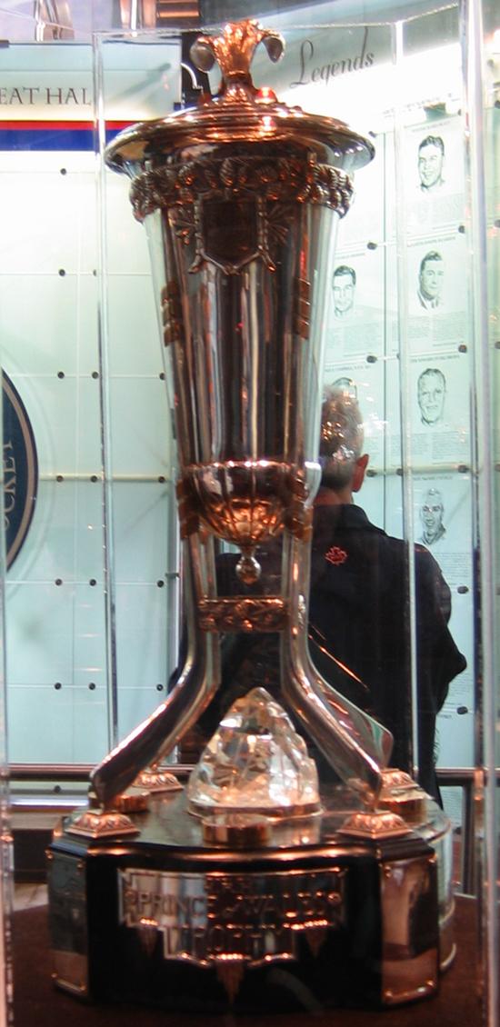 Le trophée Prince de Galles, remis aux vainqueurs de la conférence Est