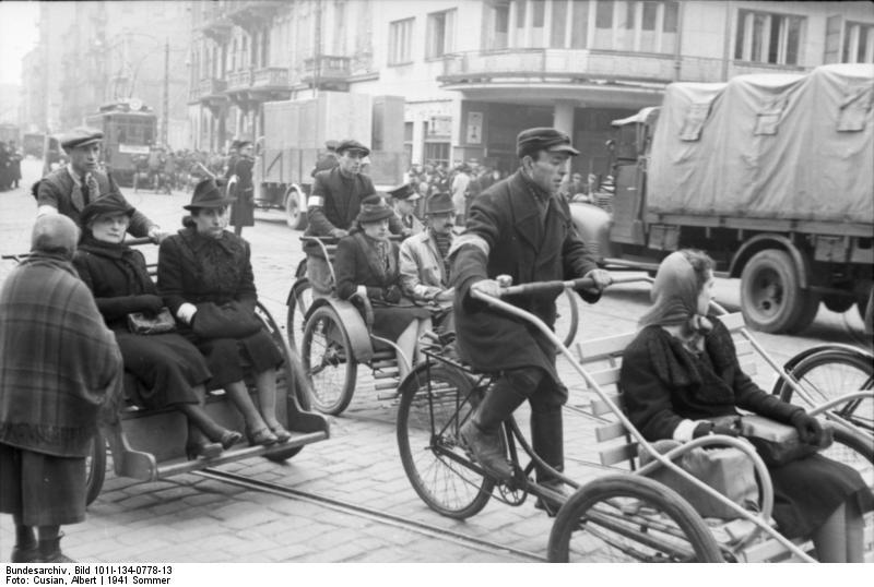 File:Bundesarchiv Bild 101I-134-0778-13, Polen, Ghetto Warschau, Straßenszene.jpg