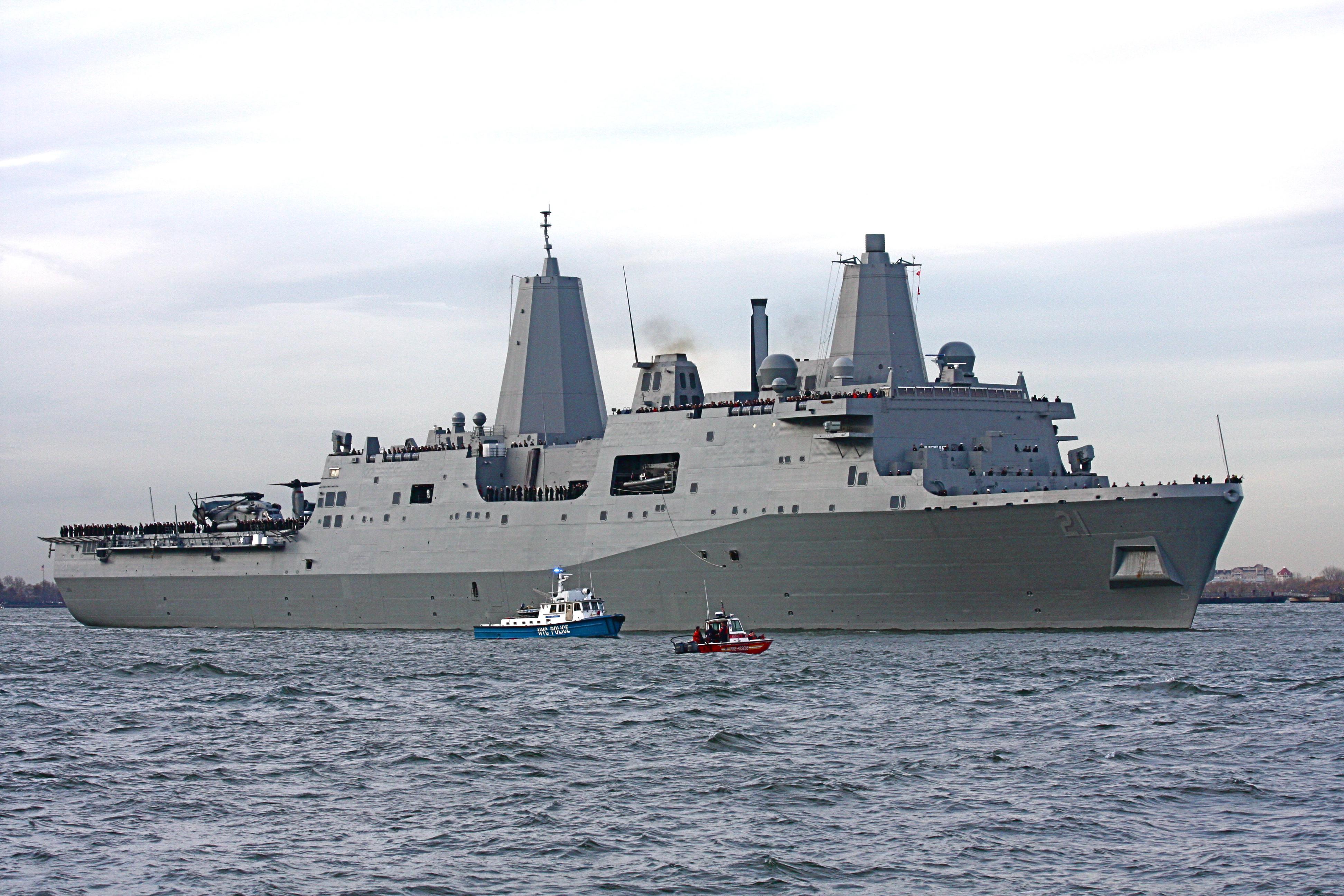 USS_New_York_in_the_Hudson_River_200911.jpg
