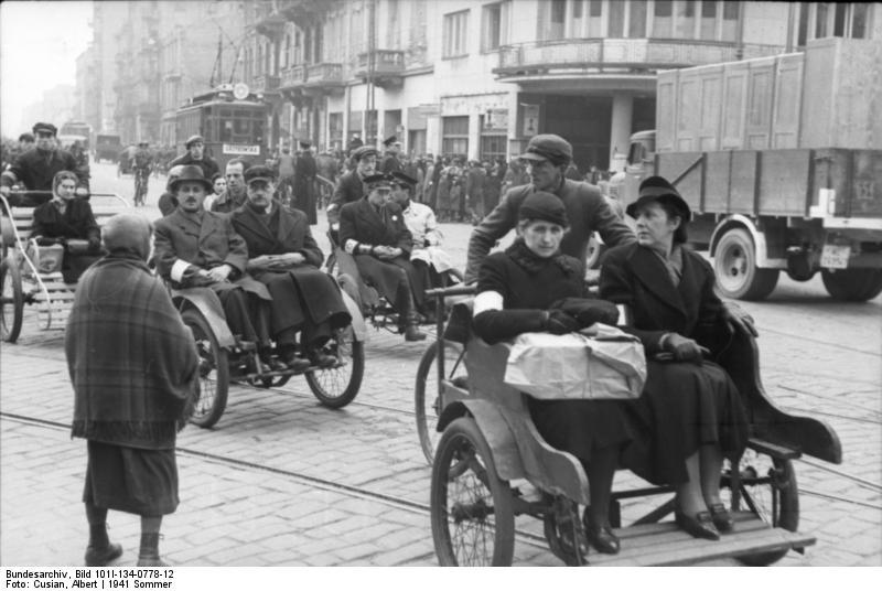 File:Bundesarchiv Bild 101I-134-0778-12, Polen, Ghetto Warschau, Straßenszene.jpg