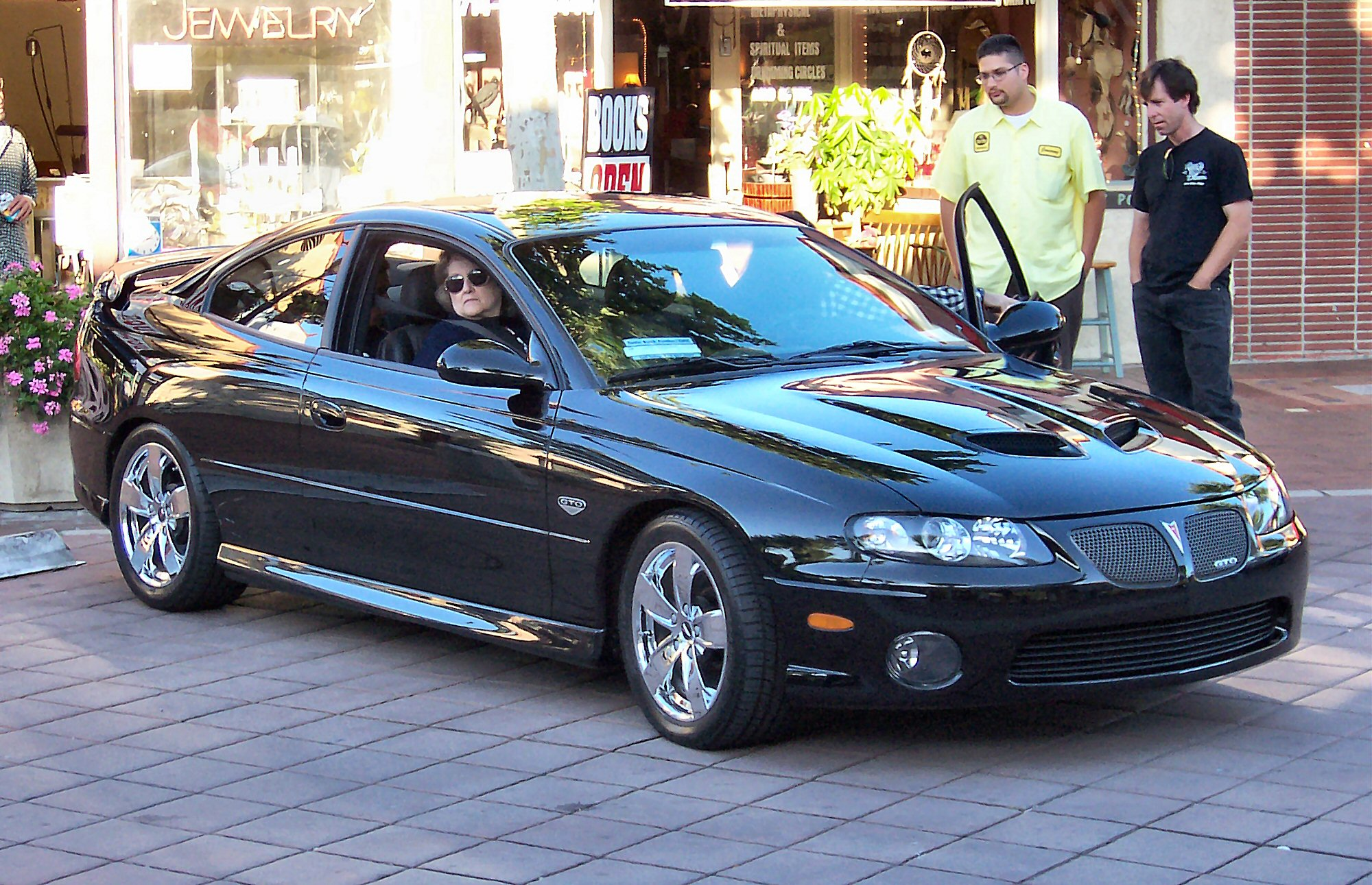 https://i2.wp.com/upload.wikimedia.org/wikipedia/commons/c/c4/2005_Pontiac_GTO.jpg
