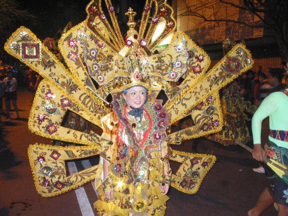 Berkas:Karnaval Batik Solo 2011 Bennylin.jpg