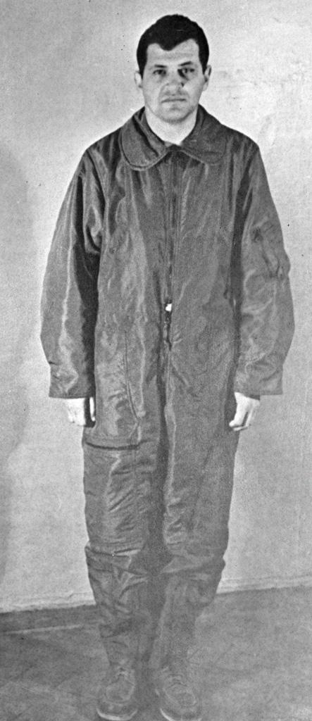 https://i2.wp.com/upload.wikimedia.org/wikipedia/commons/c/c4/RIAN_archive_35174_American_Spy_Pilot_Francis_Gary_Powers.jpg