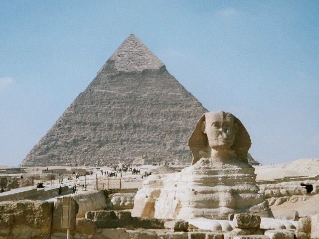 The Pyramid of Khafre and the Great Sphinx of ...