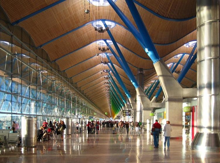 Ficheiro:Madrid barajas aeropuerto terminal t4.jpg