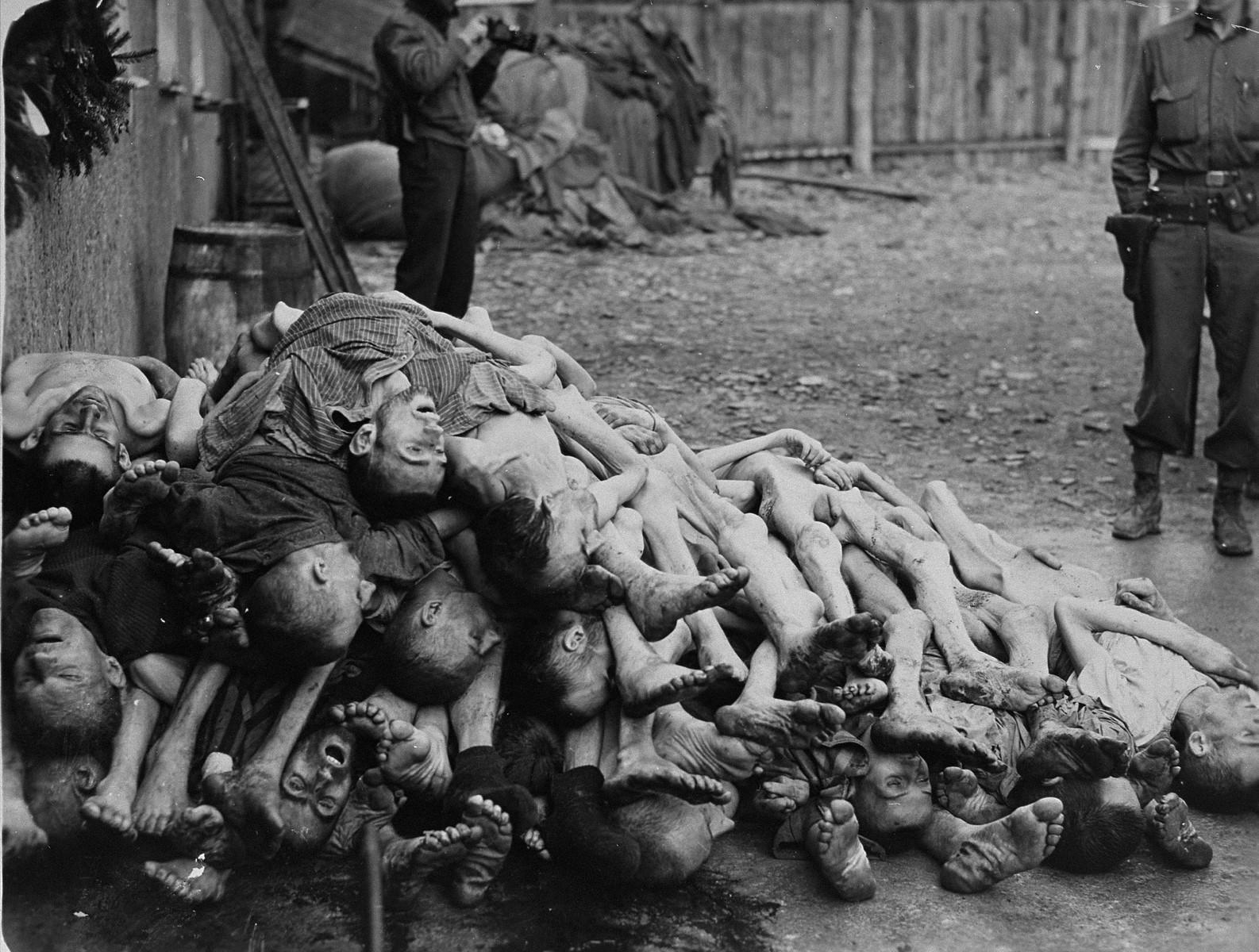 File:Buchenwald Corpses 07511.jpg