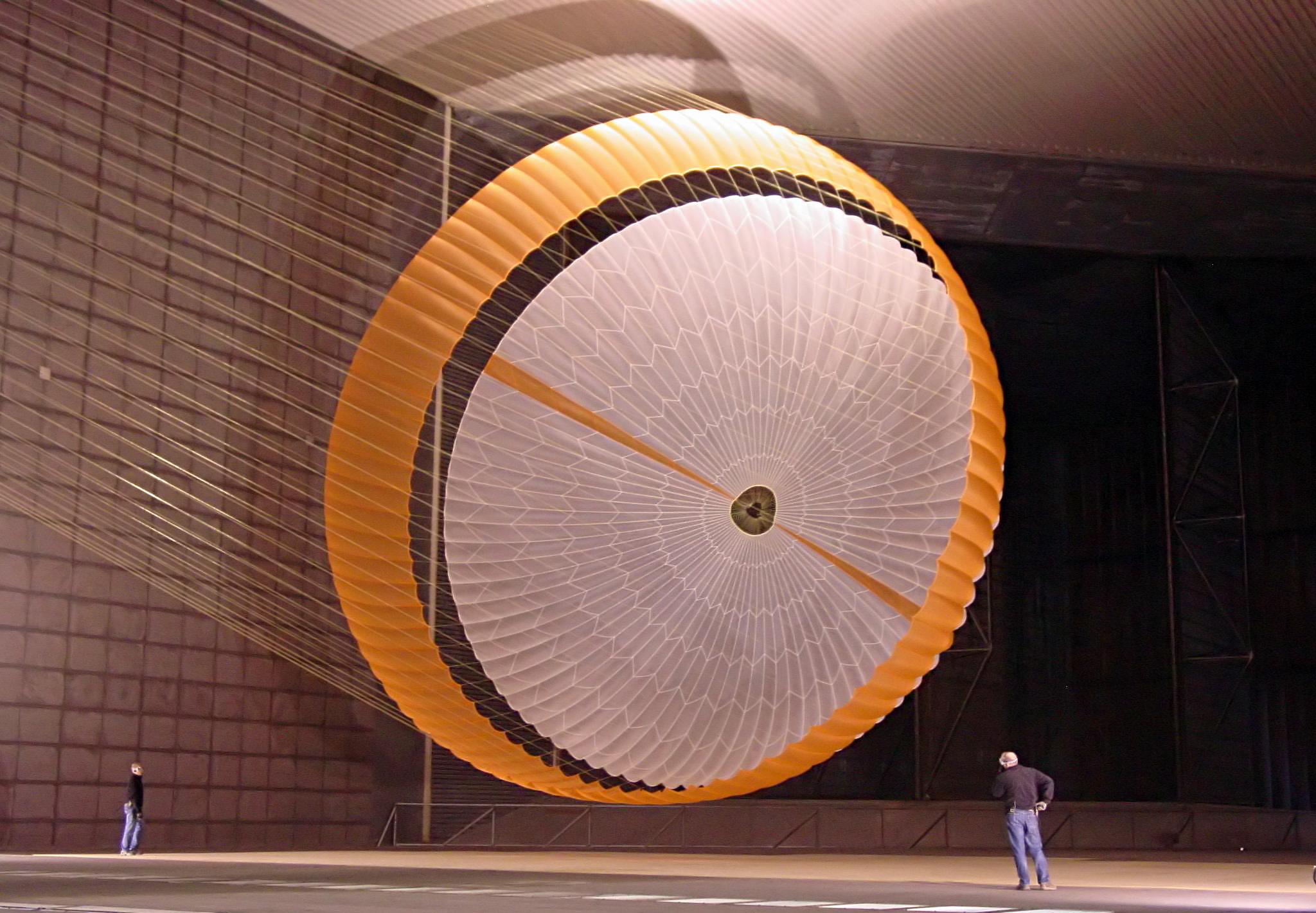 https://i2.wp.com/upload.wikimedia.org/wikipedia/commons/c/c6/MSL_parachute.jpg
