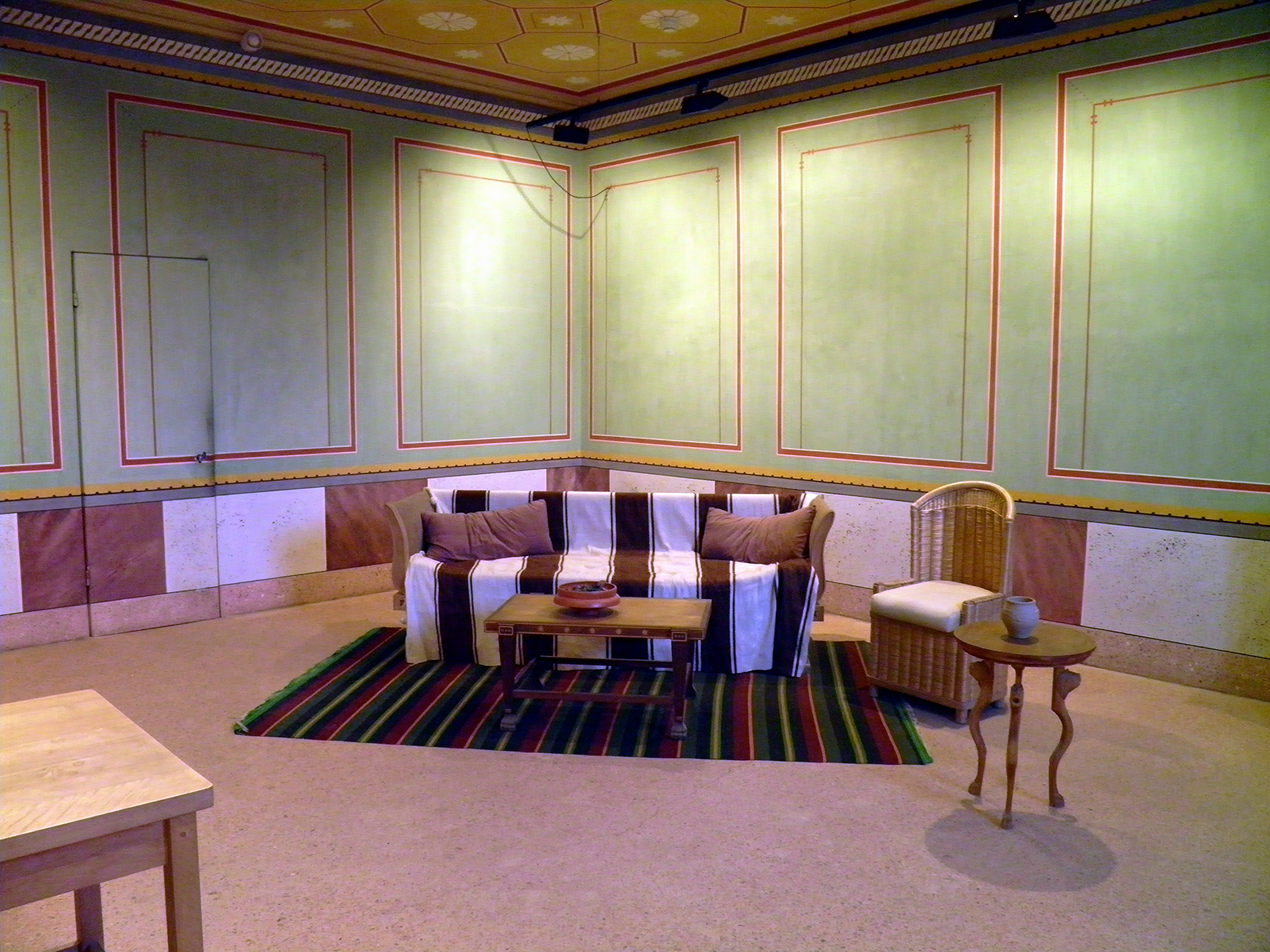 FileReconstructed Roman Furniture And Mural Painting In