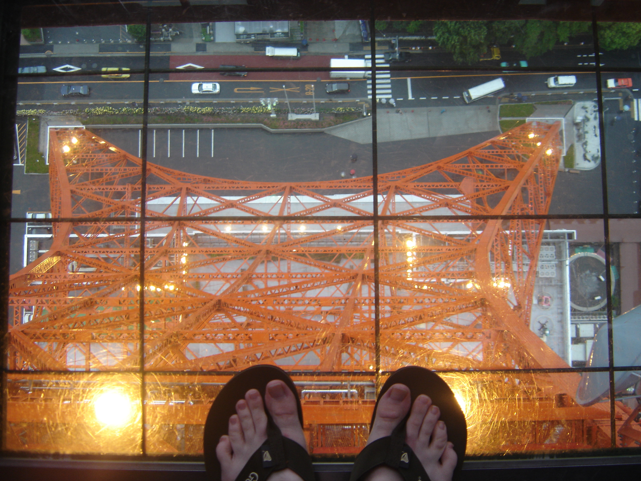One of the Tokyo lookdown windows. Photo by Torsodog.