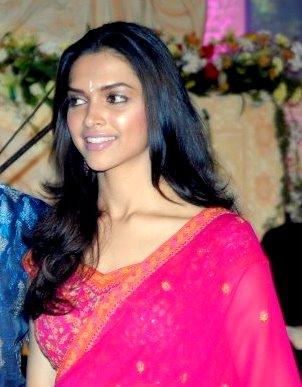 English: Snap of Deepika Padukone in Saree cli...