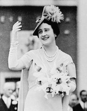 HM Queen Elizabeth The Queen Mother wearing th...