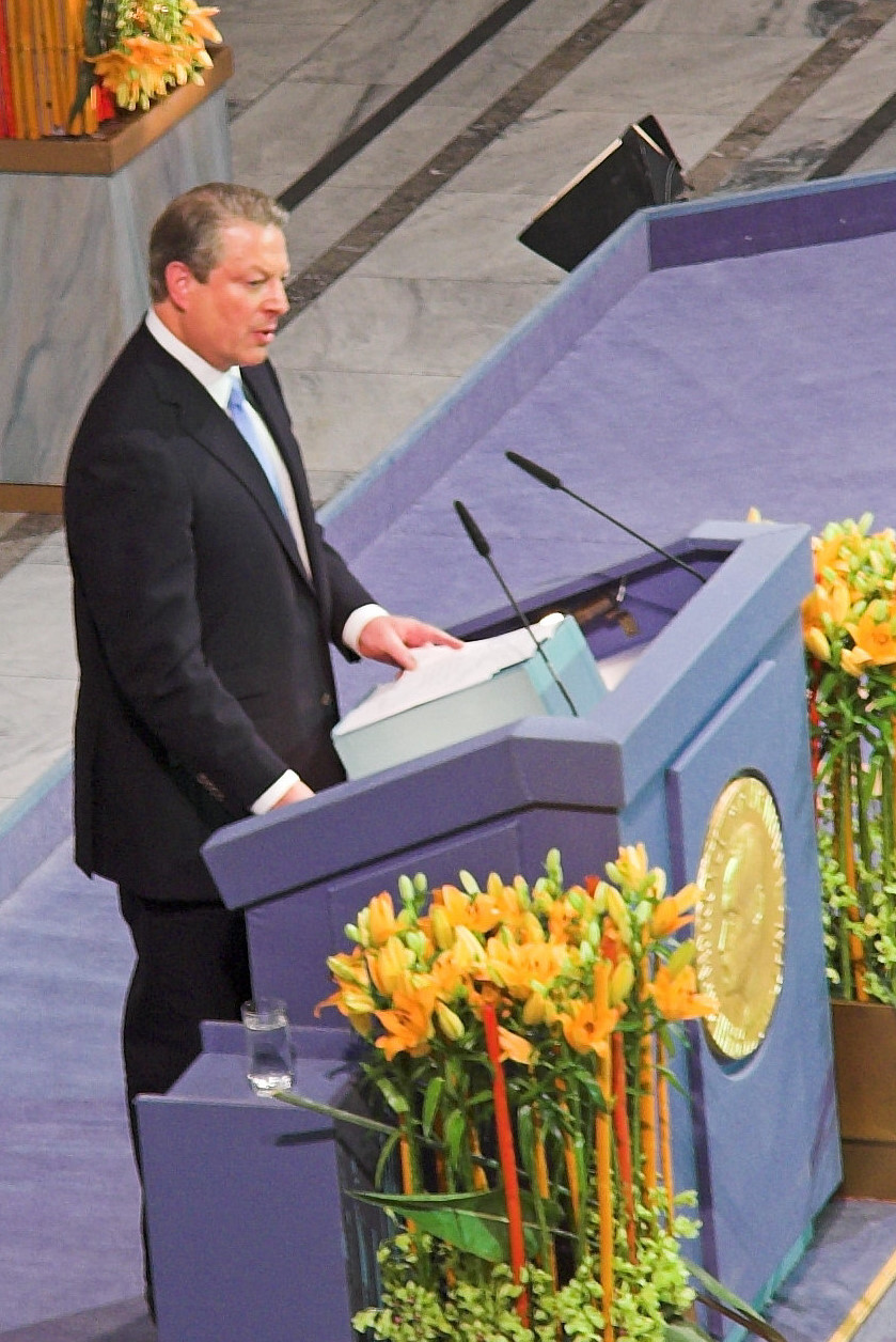 https://i2.wp.com/upload.wikimedia.org/wikipedia/commons/c/c9/Al_gore_nobel.jpg