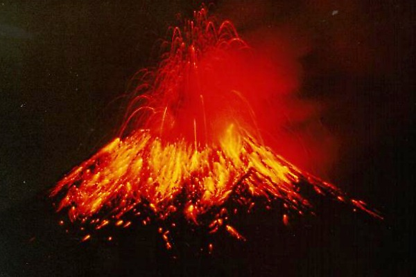 Mama Tungurahua, in 1999.  Image from Wikipedia.