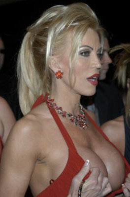 https://i2.wp.com/upload.wikimedia.org/wikipedia/commons/c/cd/Amber_Lynn.jpg
