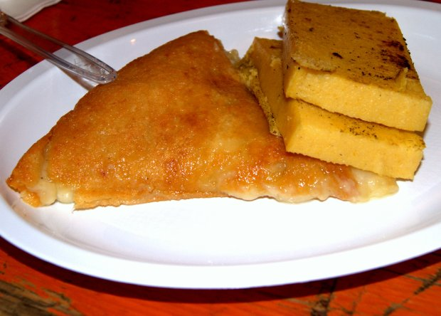 Piatti tipici della cucina friulana: il frico con la polenta