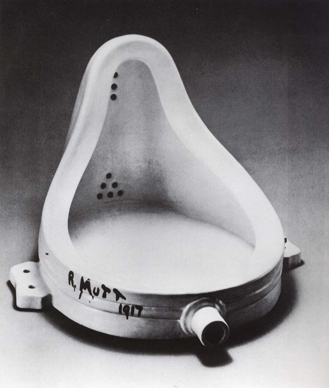 https://i2.wp.com/upload.wikimedia.org/wikipedia/commons/c/ce/Marcel_Duchamp.jpg