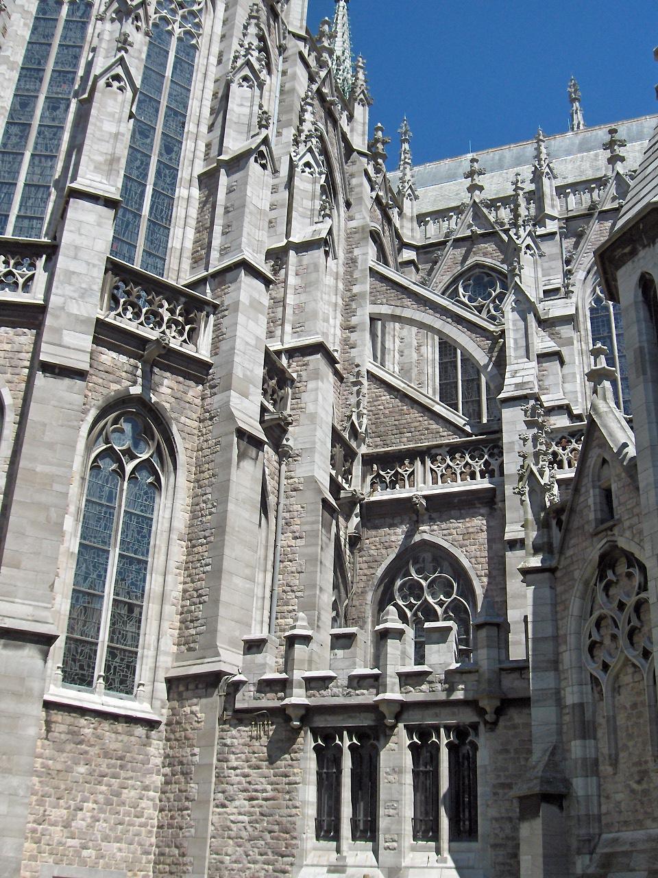 Contrafuertes en la iglesia de San Pedro de Ostend, Bélgica