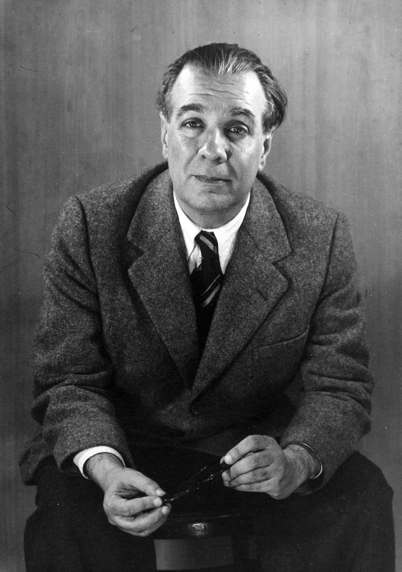 File:Jorge Luis Borges 1951, by Grete Stern.jpg