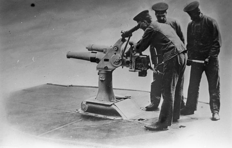 File:Bundesarchiv DVM 10 Bild-23-61-04, Versenkbares 7,5cm-U-Boot-Geschütz.jpg