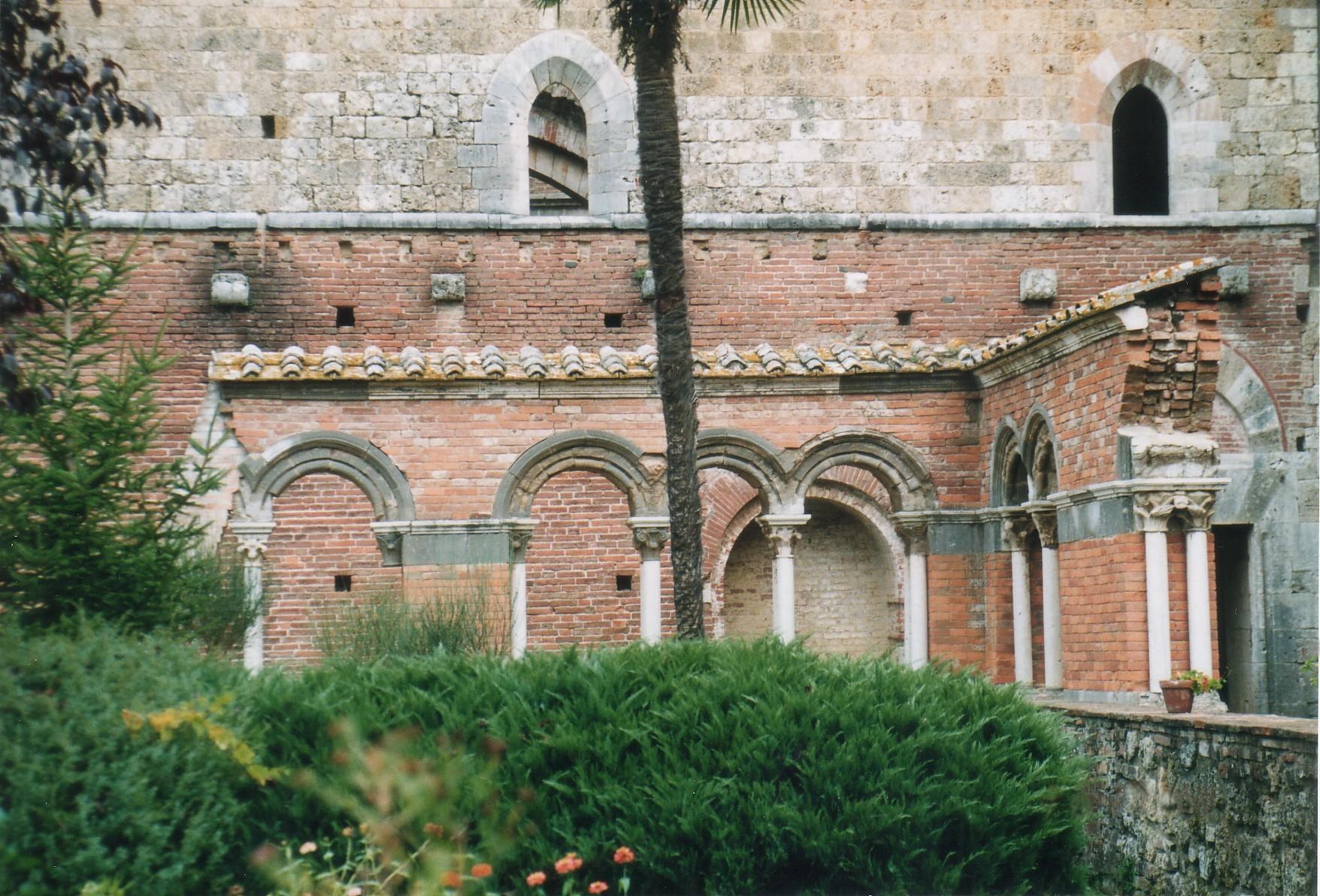 La sezione ricostruita del chiostro