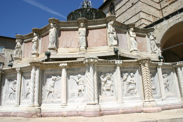 Imagini pentru Fontana Maggiore