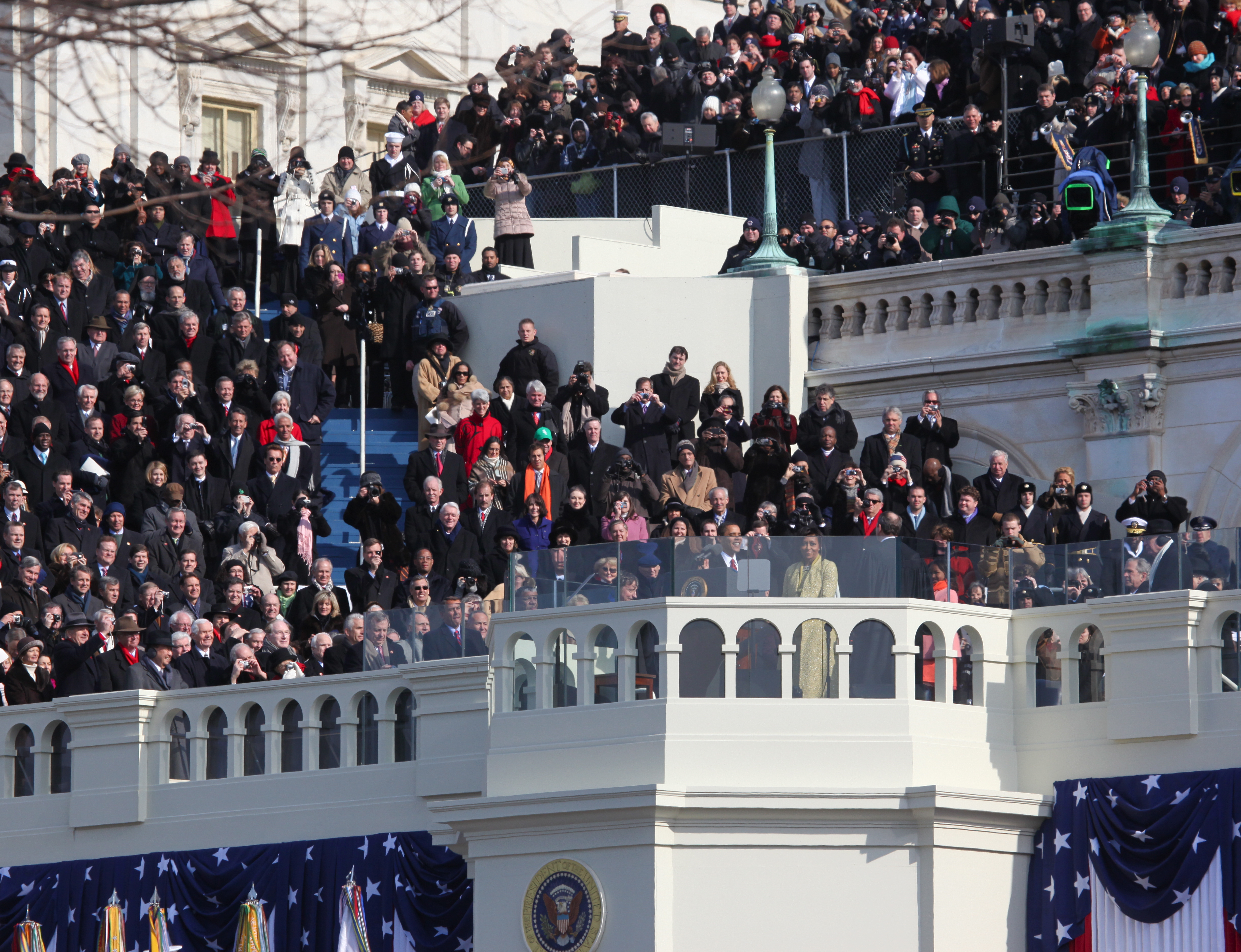 https://i2.wp.com/upload.wikimedia.org/wikipedia/commons/d/d6/Barack_Obama_Inauguration.jpg