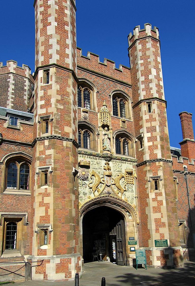 http://i2.wp.com/en.wikipedia.org/wiki/File:StJohnsCambridge_Gatehouse02.jpg