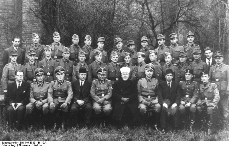 File:Bundesarchiv Bild 146-1985-116-19A, Amin al Husseini bei bosnischen SS-Freiwilligen.jpg