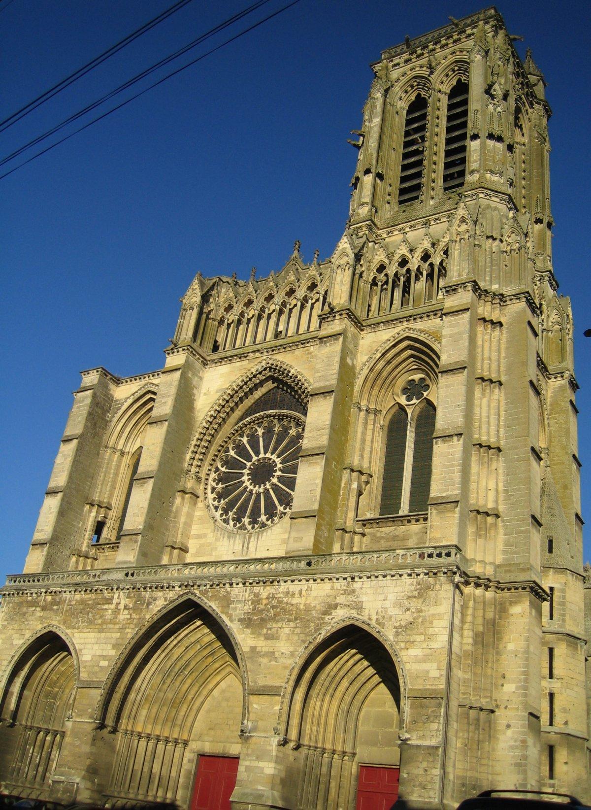 Fachada da Catedral de Soissons (Wikipedia)