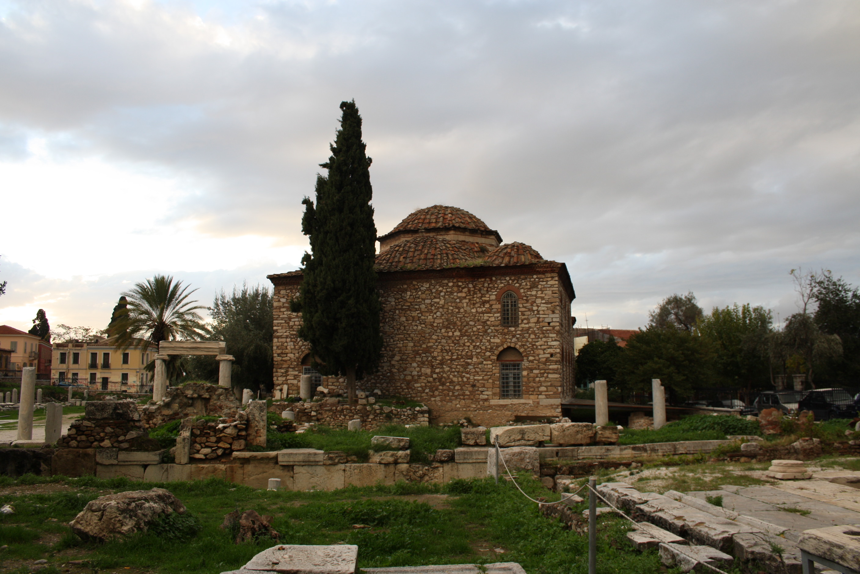 https://i2.wp.com/upload.wikimedia.org/wikipedia/commons/d/dc/3784_-_Athens_-_Fethiye_mosque_-_Photo_by_Giovanni_Dall%27Orto,_Nov_9_2009.jpg